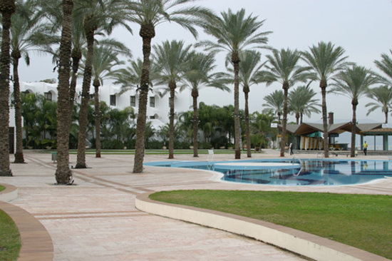 Gai Beach Resort Spa Hotel: Swimming pool over looking Sea of Galilee