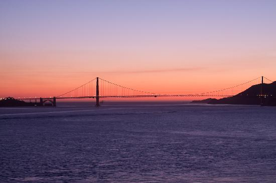 San Francisco, Kalifornien: Golden Gate Bridge at Sunset From Alcatraz Island