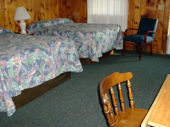 Ne'r Beach Motel : our room  1st day
