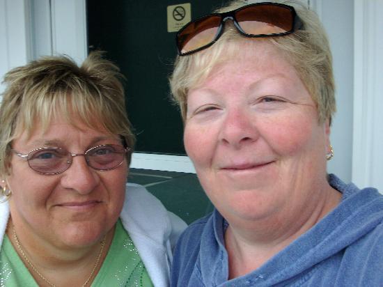 Ne'r Beach Motel: check in smiles