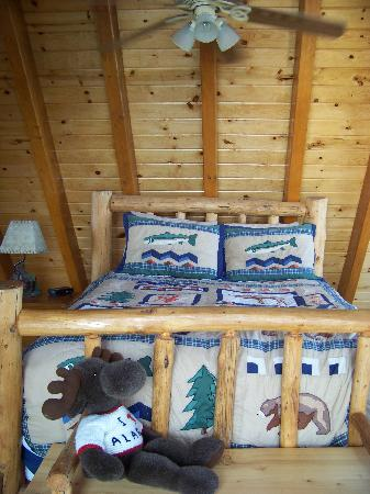 Alaska Adventure Cabins: loft bedroom