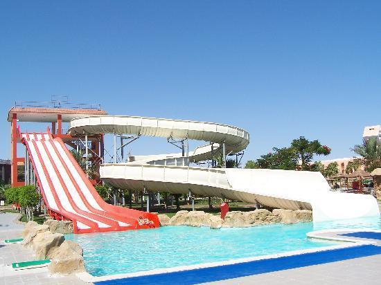 Scivoli della piscina foto di beach albatros resort - Piscine con scivoli ...