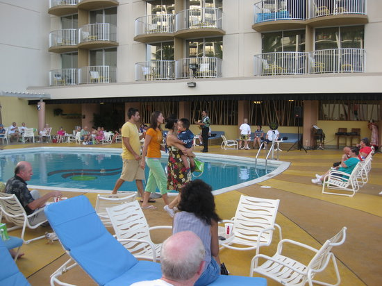 The Residences at Waikiki Beach Tower: Breakfast on the Lobby Floor, Pool, Chairs, Live Music