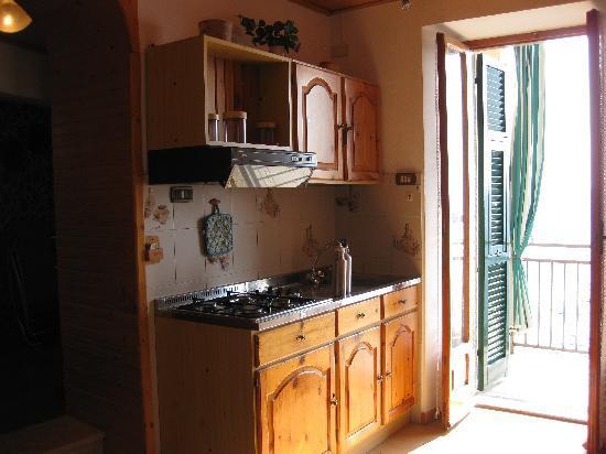 La Scogliera: Sunny kitchen