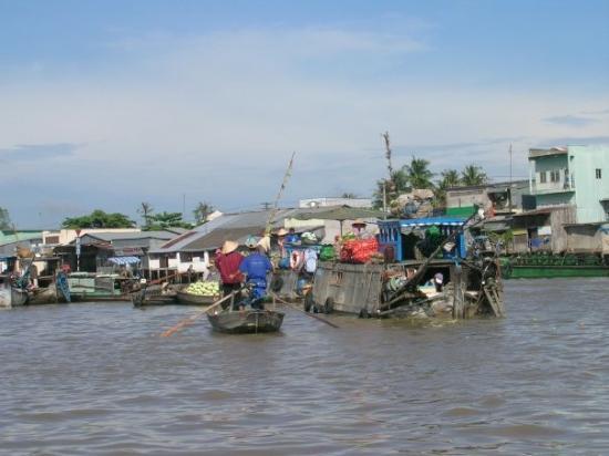 Hô-Chi-Minh-Ville, Vietnam : Floating market. Can Tho