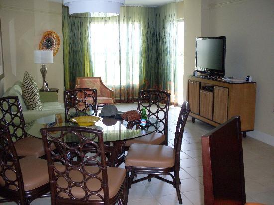 Marriott's Aruba Ocean Club: living room
