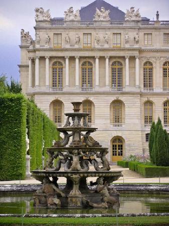 Gardens chateau de versailles picture of sandemans new for Chateau hotel paris