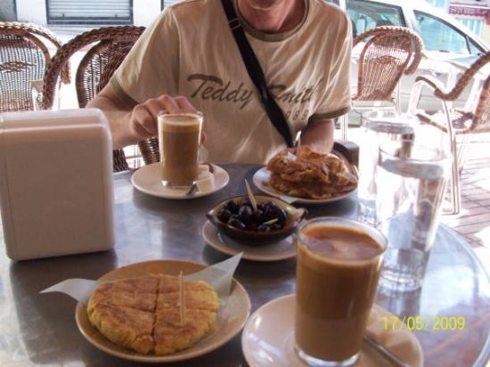 Restaurant al-Azhar: petit dejeuner au café zahra a chefchaouen