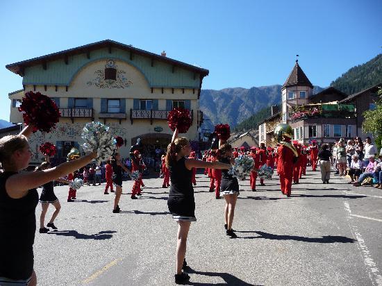 Leavenworth, WA: Ballard HS Dance Team in the Autumn Leaf Parade 2009