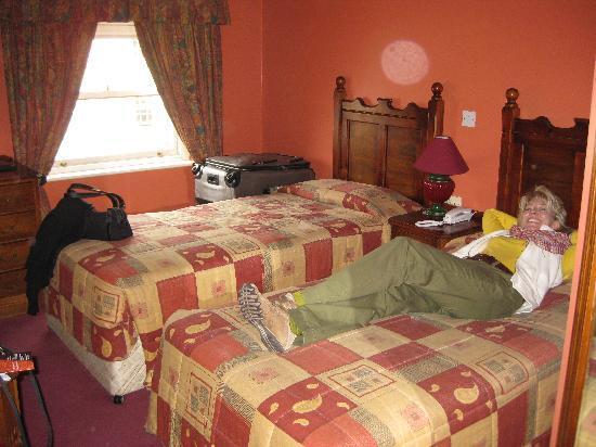 Adams Trinity Hotel: Cozy little room.