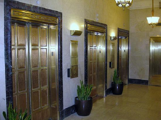 Drury Plaza Hotel San Antonio Riverwalk: Drury Plaza Elevators
