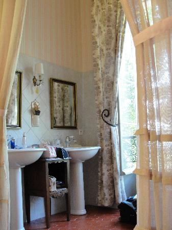 Chateau Juvenal: The Lilac Room, bathroom