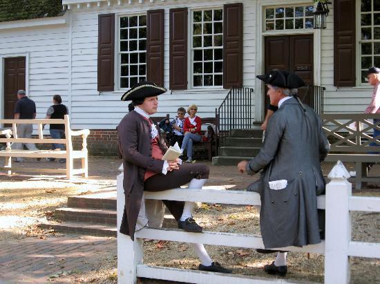 Mulberry Garden Manor : Period Actors on sidewalk