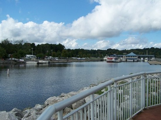 Florence, AL: Harbor on river