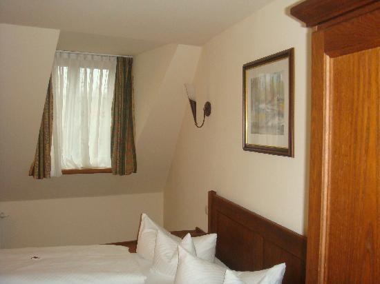 Hotel & Restaurant Klosterhof: Bedroom upstairs
