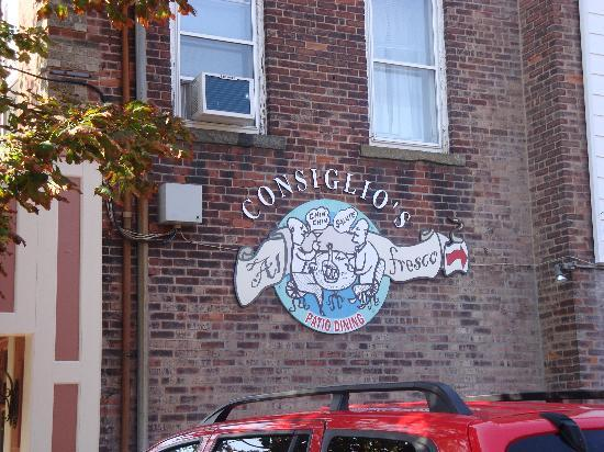 Consiglio's Restaurant: We did not sample the outdoor dining