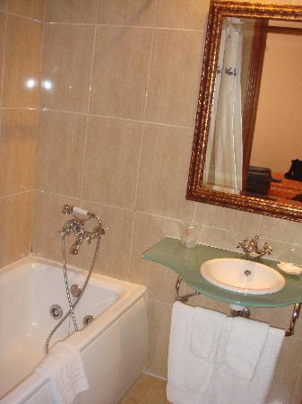 Hotel Ciutat Jardi : Bathroom