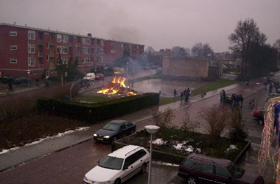 Hollanda: Bonfire for New Years Day, 2005