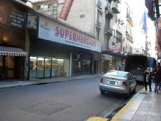 El Conquistador Hotel: Convenient store and little restaurant in front of the hotel