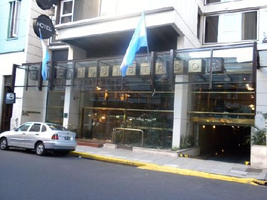 El Conquistador Hotel: Front of the hotel