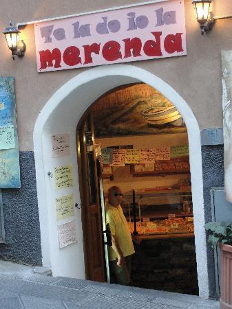 La Scogliera: Carryout restaurant, Ta la do io la Merenda