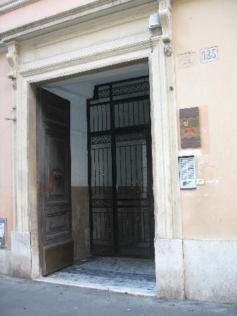 Best Vatican B&B: Entrance to Best B&B Vatican