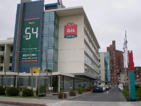 Ibis Montevideo: Hotel desde la rambla