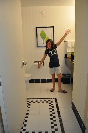 Fairfield Inn & Suites Dallas Mansfield: Roomy Bathroom :o)