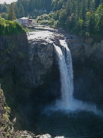 The Wild Iris Inn: Snosqualamie Falls
