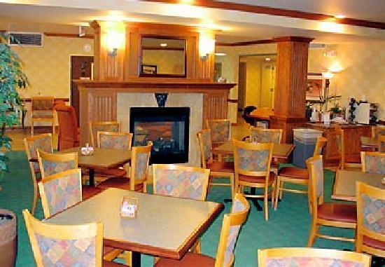 SpringHill Suites Phoenix Tempe/Airport: Table area