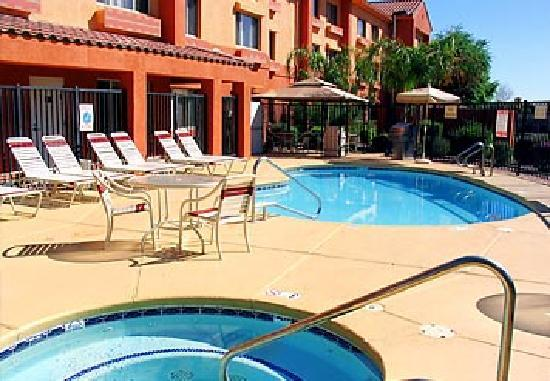 SpringHill Suites Phoenix Tempe/Airport: Pool and Hot tub
