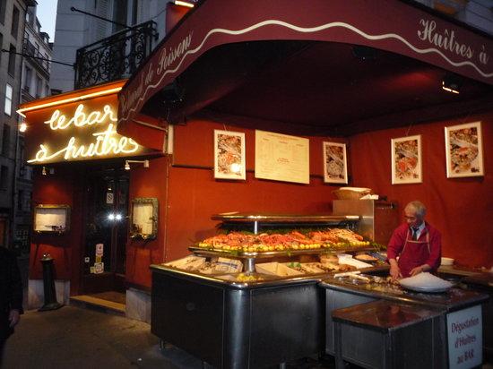 Le Bar a Huitres Montparnasse : Exterior of restaurant - seafood bar