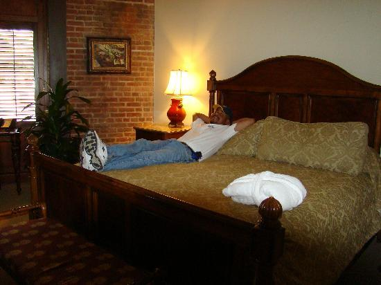 Inn at Henderson's Wharf: Hubby in room