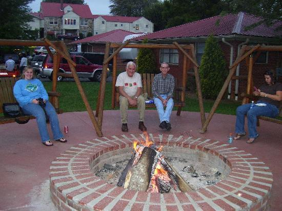 Phillips Motel: This is the fire pit, and a few of the cabins in the background.