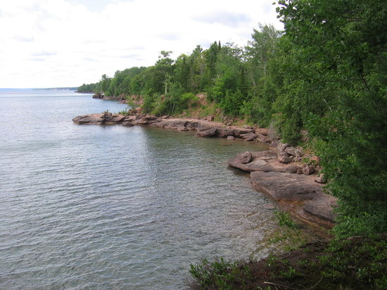 Bayfield, วิสคอนซิน: Madeline Island shoreline/Lake Superior