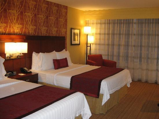 Courtyard by Marriott Lafayette: beds