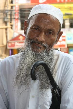 Divisão de Dhaka, Bangladesh: Man near the Gulshan 2 circle
