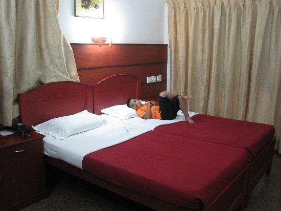 Hotel SAAS Tower: A/C Executive Double Room
