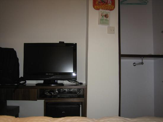 Mingle Place By The Park: TV and closet, seen from bed