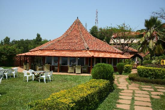 The Riverview Resort - Chiplun : restaurant