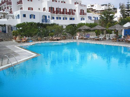 Pool and view of rear of hotel picture of hotel kamari for Show pool result