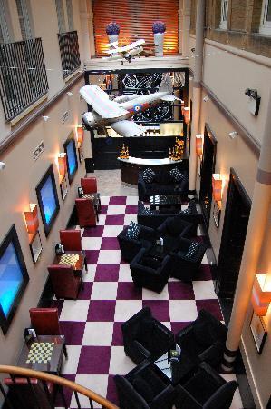 Malmaison Hotel: Entrance to bar on ground level