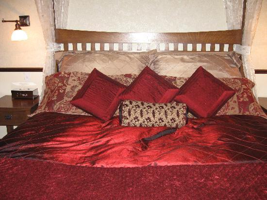 Abigail's Hotel: Fabulous Bedding!
