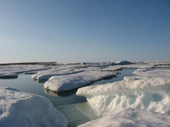 Clyde River, Canadá: La mer est encore gelé