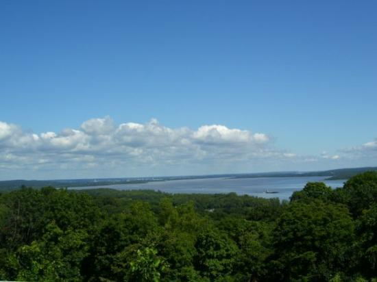Pekin, IL : view of Illinois River