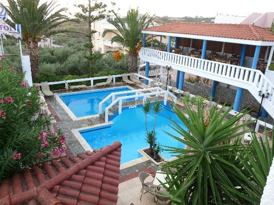 Folia Apartments: Pool area