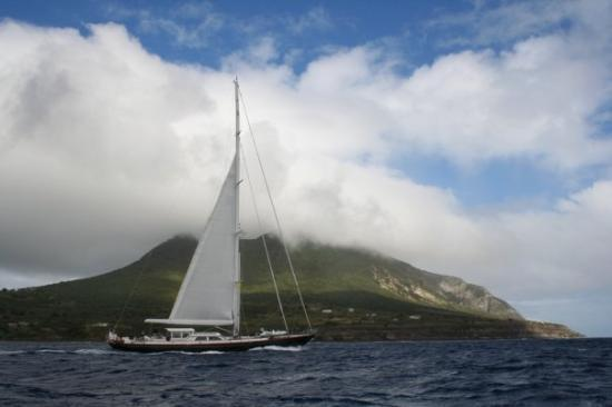 San Eustaquio: St. Eustatius: on the way to Charlie Brown