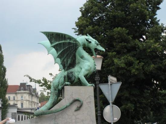 สะพานมังกร: The Dragon. Wanted to take this to my living room, but no can do... :(