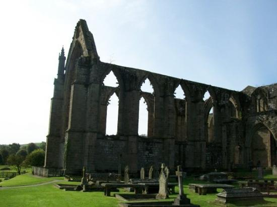 Bolton Abbey, UK: Priory Ruins at Bolten Abbey