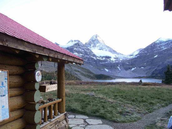 Assiniboine Lodge: ロッジからアシニボイン方面